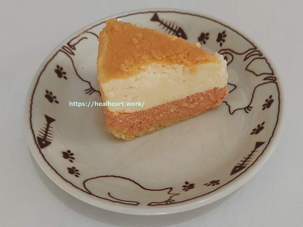 メロンドゥーブル~北海道赤肉メロン~の1/8サイズを皿に乗せた写真